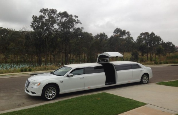 Super Stretch Chrysler Limousine – 12 Seater