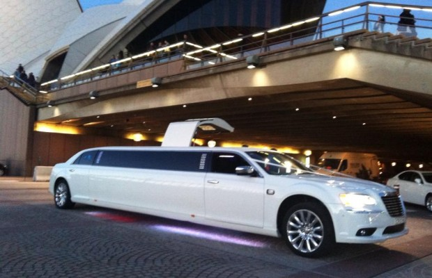 Chrysler 300c Super Stretch Limousine – 12 Seater