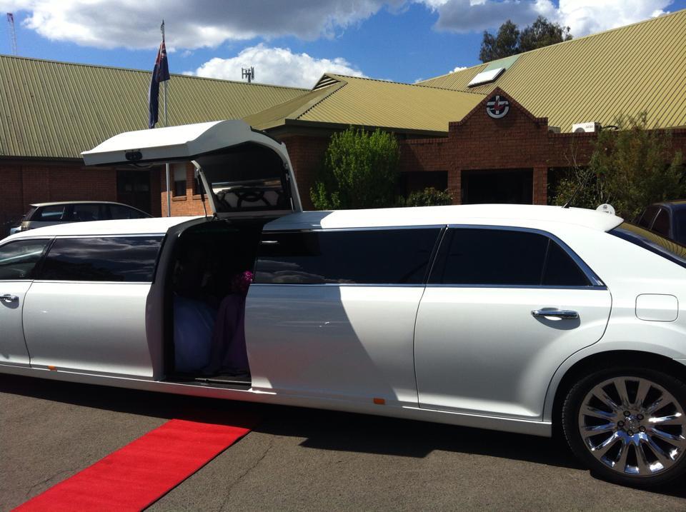 Chrysler 300c Super Stretch Limousine - 12 Seater